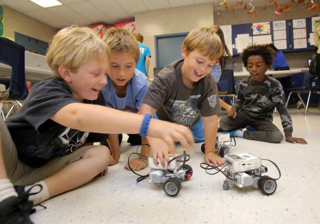 5 Reasons to Teach Children Robotics